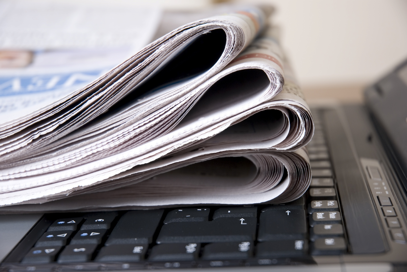 newspaper-computer